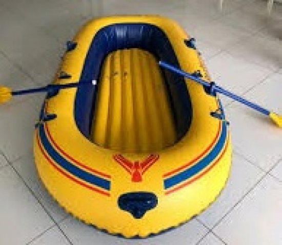 1985 INTEX PACESETTER 4 PERSON INFLATABLE BOAT 102 X 60 IN W/NEW OARS